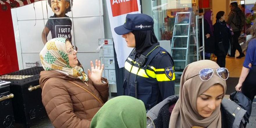 Hollanda'nın başörtülü polisi şikayetçi oldu