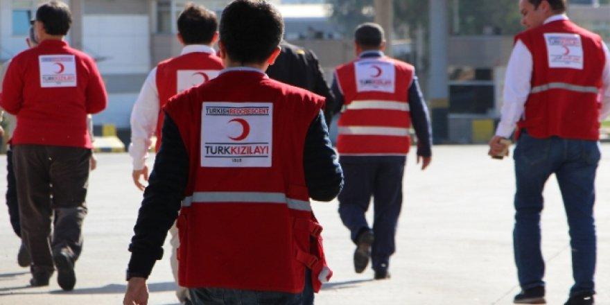 Kızılay ekibi insani yardım için Tel Abyad'a girdi