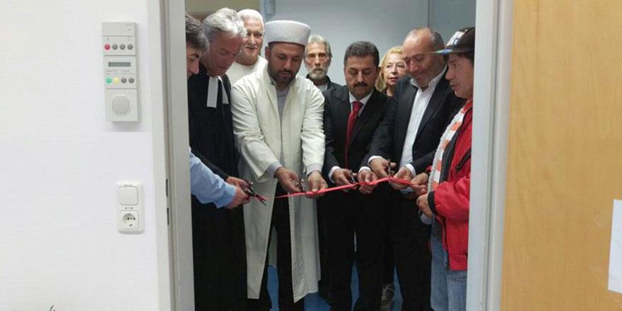 Almanya'daki hastanede mescit, kurdela ve dua ile açıldı