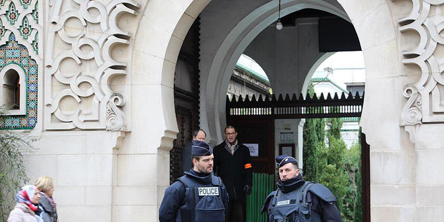 Sapıklık: Kadınların imam olacağı 'liberal cami' Paris'te açılıyor