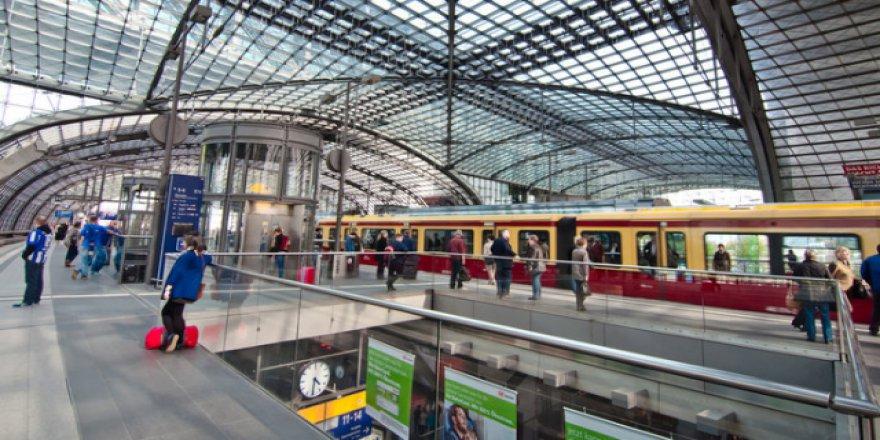 Berlin'de toplu taşıma tüm öğrencilere ücretsiz