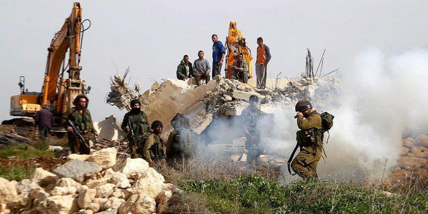 İşgalci İsrail Filistinli ailelerin tarım arazilerini buldozerler tahrip etti