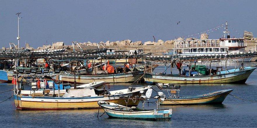 Gazzeli balıkçı açılan ateş sonucu ağır yaralandı