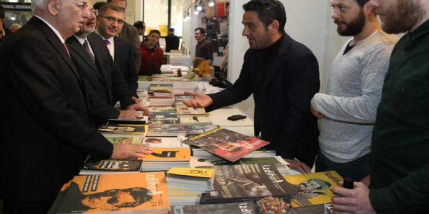 Kitap kokusu Boğaz'ı sardı