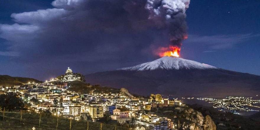 Etna Yanardağı yeniden lav ve kül püskürtmeye başladı