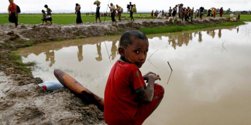 Myanmar'dan kaçan 93 Arakanlı Müslümanı taşıyan tekne durduruldu