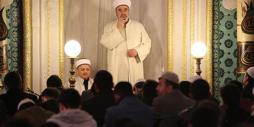 Allah günde beş defa, hafta bir defa camide buluşmayı emrediyor