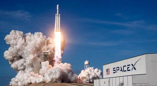 SpaceX küçük uyduları fırlatmayı erteledi