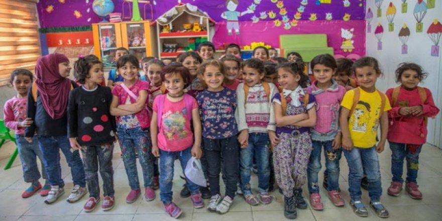 Suriyeli çocuklar Türkiye'de okullu oldu