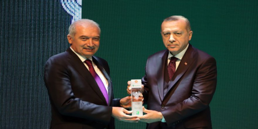 """Mevlüt Uysal'a """"En Yeşilaycı Siyasetçi"""" Ödülü"""