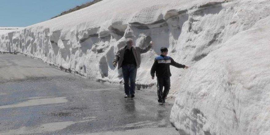 Subhanallah! Muş'ta Nisan sonunda 2 metre kar