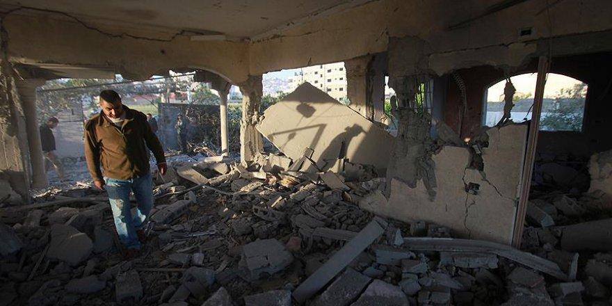 İsrail askerleri Filistinli tutuklunun evini patlayıcılarla havaya uçurdu