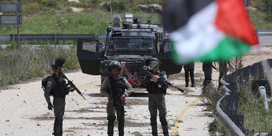 İşgalci İsrail askeri Filistinli göstericileri vurdu, sevinç çığlıkları attı