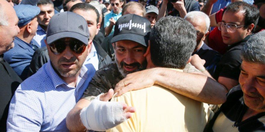 Ermenistan'daki protestoları istifa da bitiremedi