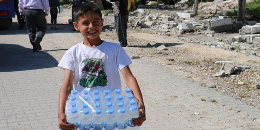 Samsat'taki depremzedelere su yardımı