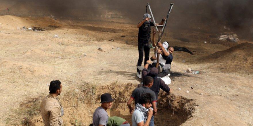 İsrail askerleri bir Filistinli gazeteciyi daha şehit etti