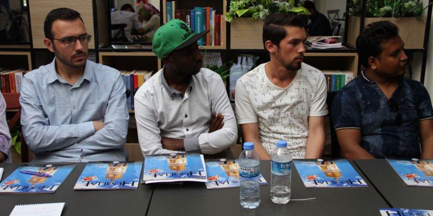 Üniversite öğrencilerinden 3 dilde dergi