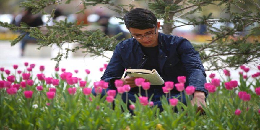 Bayburt Üniversitesi öğrencilerinden kitap kampanyası