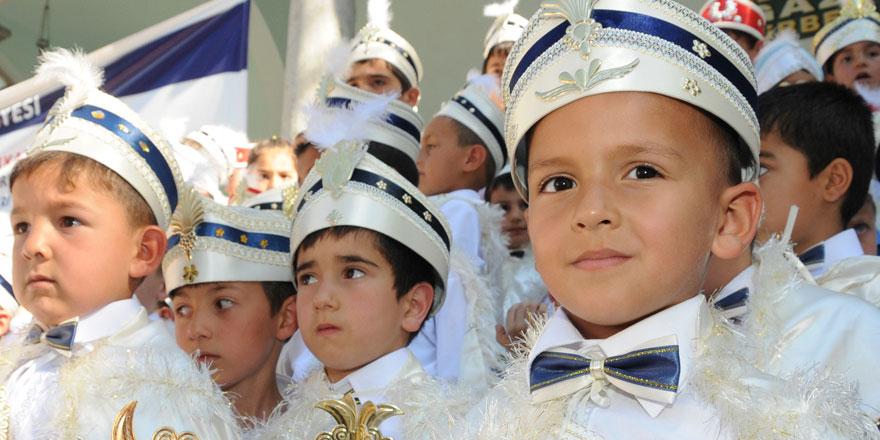 Bursa Büyükşehir Belediyesi Üsküp'te 300 çocuğu sünnet ettirdi