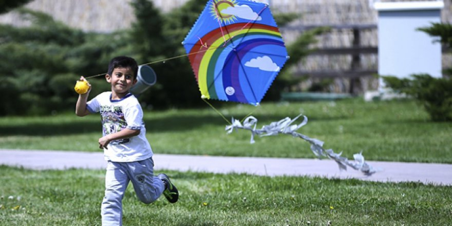 Otizmli çocuklar uçurtma ile eğlendi