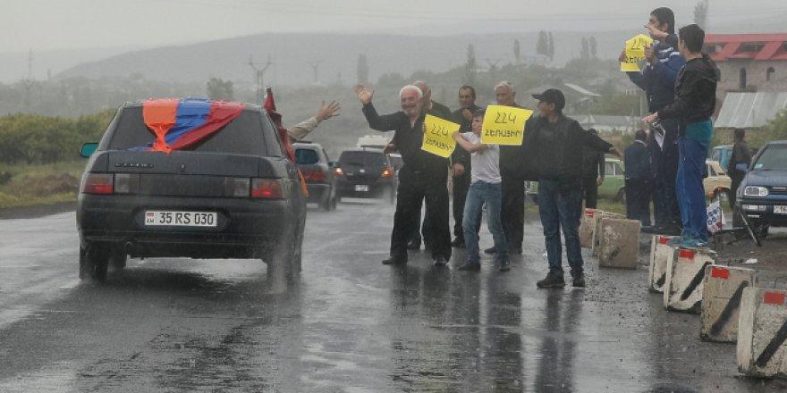 Ermenistan halkı sokaklardan çıkmıyor
