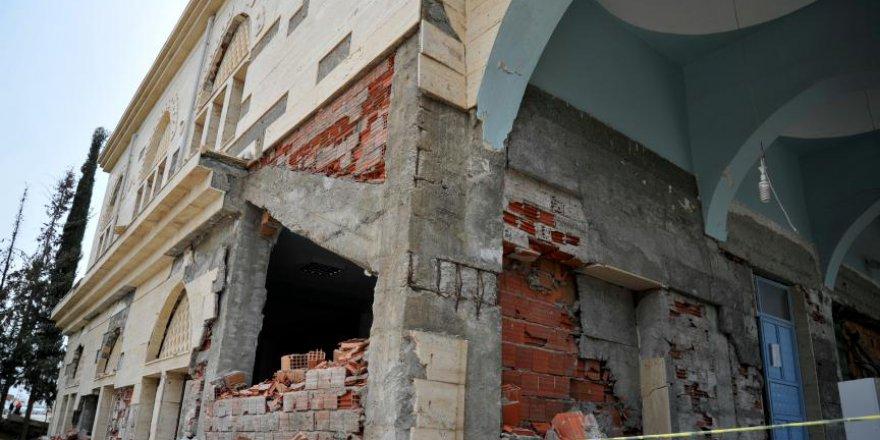Depremde hasar gören camilere hayırseverler sahip çıkacak