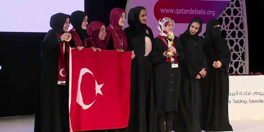 Arap öğrencileri geride bırakarak Arapça ile dünya şampiyonu oldular