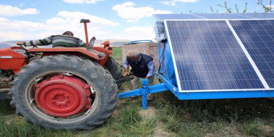 Güneş panellerinden elde ettiği elektriği yanında taşıyor