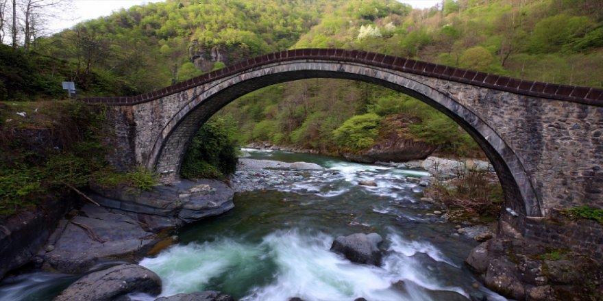Taş işçiliğinin en güzel örneklerinden Çifte Köprüler, turistlerin gözdesi oldu