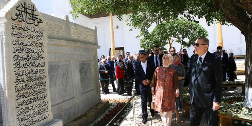 Cumhurbaşkanı Erdoğan, Şeyh Nakşibendi Hazretlerinin Türbesi'ni ziyaret etti