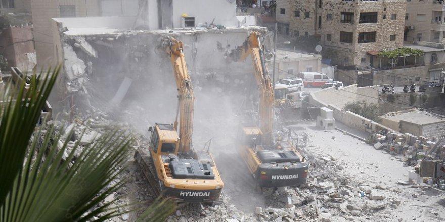 İşgalci İsrail'in Filistinlilerin evlerine müdahalesi sürüyor