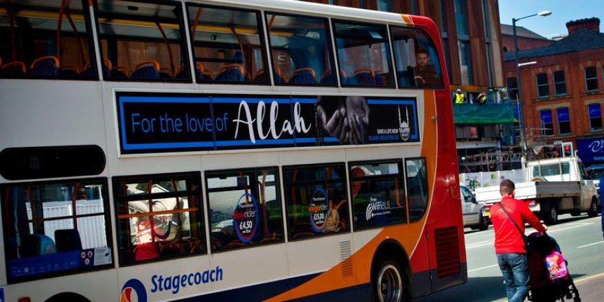 Otobüs üzerinde Allah yazısını görünce telefonlara sarıldılar