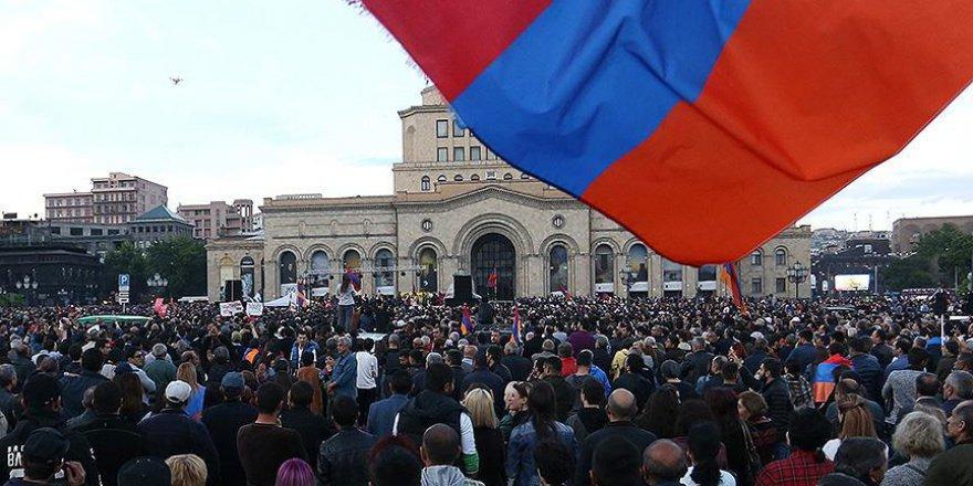 Ermenistan'daki protestoları durdurma kararı aldılar