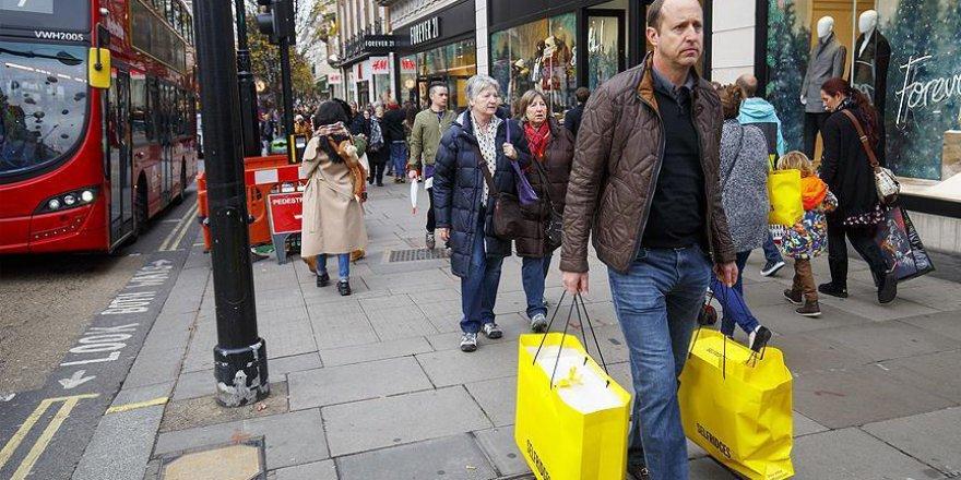 İngiltere hizmet sektörü büyümesi nisanda beklentinin altında