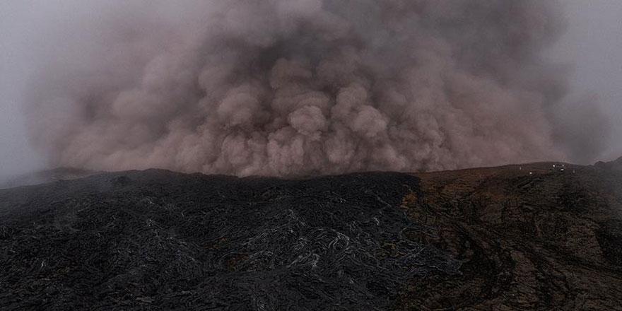 Deprem oldu yanardağ patladı
