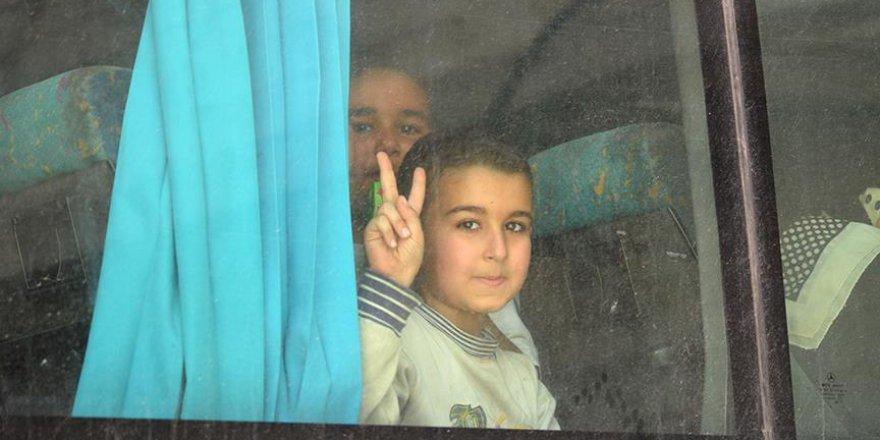 Suriye'deki Yermük Kampı'ndan çıkan ilk tahliye konvoyu El Bab'a vardı