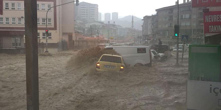Sağanak yağış Kilis'te sele neden oldu