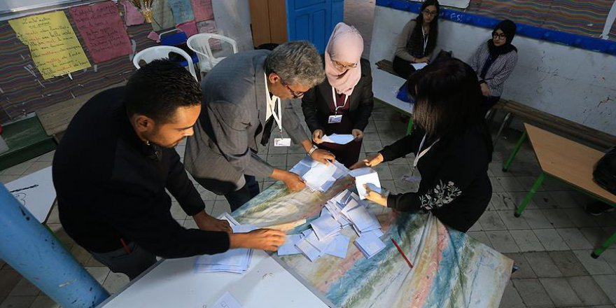 Tunus'ta seçimin galibi Nahda Partisi
