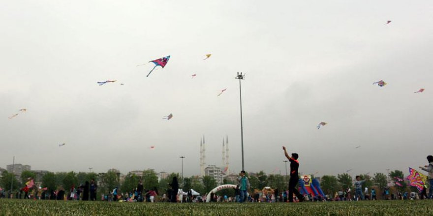 İstanbul'daki sığınmacı çocuklar uçurtmayla eğlendi