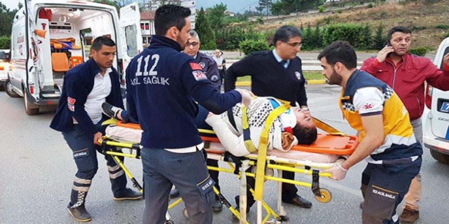 Engelli vatandaş elektrikli aracıyla otomobile çarptı