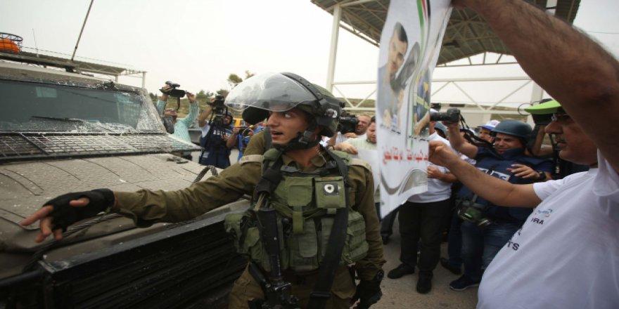 İsrail'in gazetecilere ihlalleri protesto edildi