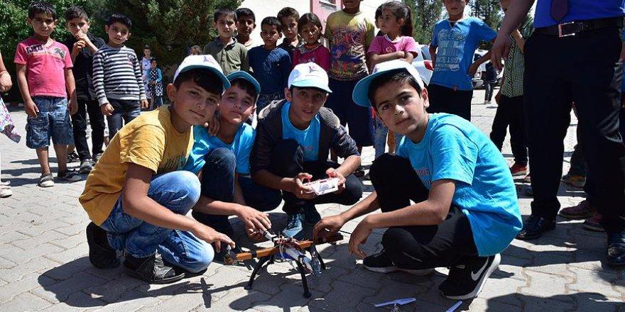 Köy okulu öğrencileri yerli malzemelerle drone yaptı