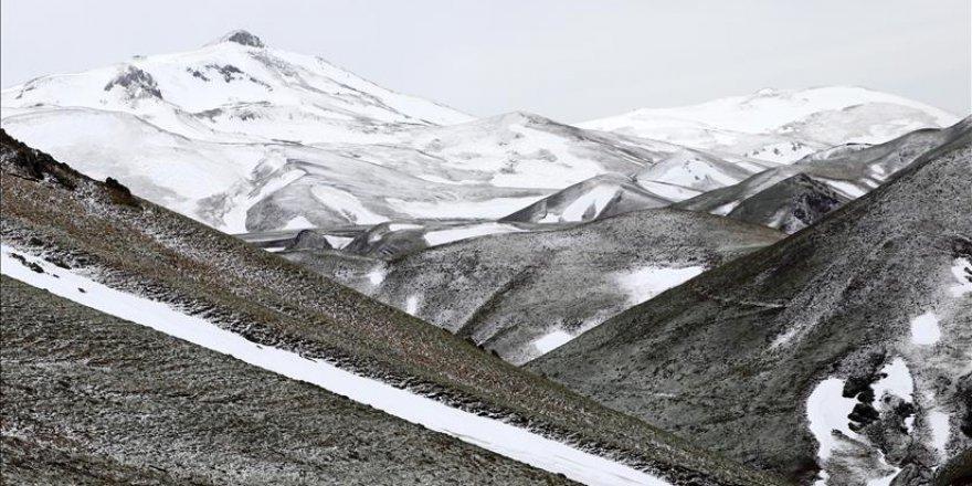 Palandöken'e mayıs ayında kar yağdırıldı