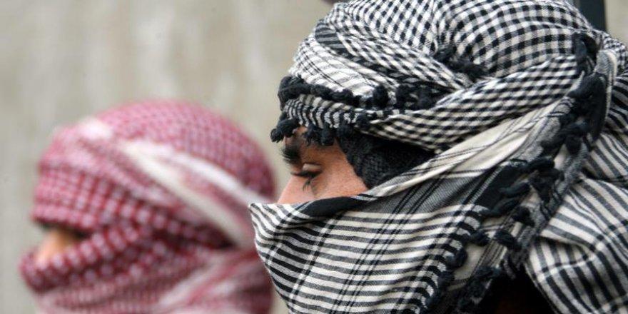 İran'da DEAŞ kostümlü oyuncular korku saçtı