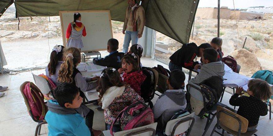 İşgalci İsrail'in yıktığı okulda eğitim devam ediyor