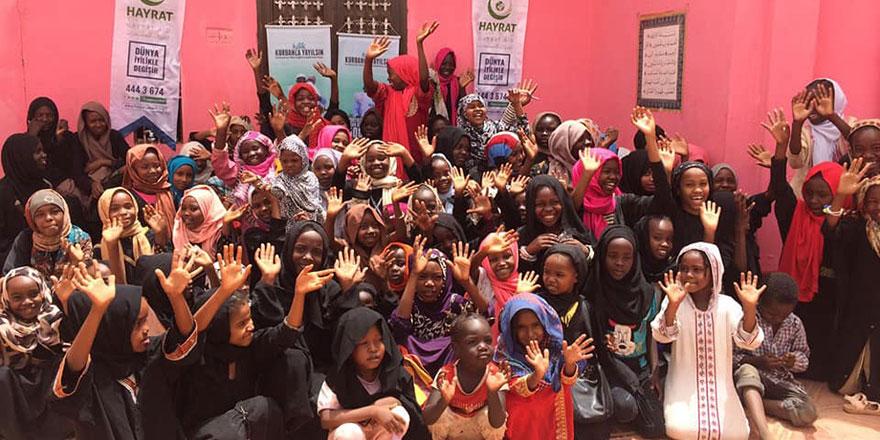 Sudanlı miniklerin Kur'an, siyer ve Risale-i Nur sevinci