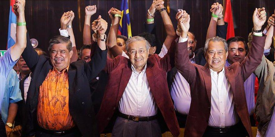 Malezya seçimlerinde Mahatir zaferini ilan etti