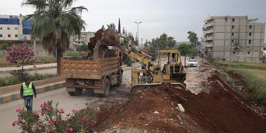 Afrin'de teröristlerin mayın döşediği hendekler temizleniyor