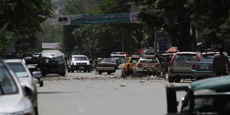 DEAŞ ve Taliban Afganistan'a eş zamanlı saldırı düzenledi