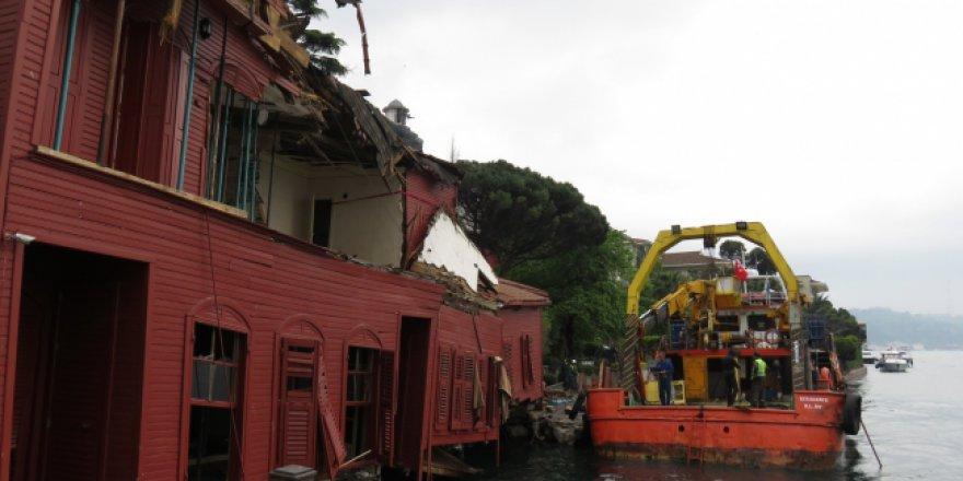 Boğaz'daki kazada zarar gören yalı tamir ediliyor